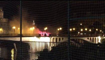 Identificados una veintena de seguidores de Betis y Milán con bengalas en un puente de Sevilla