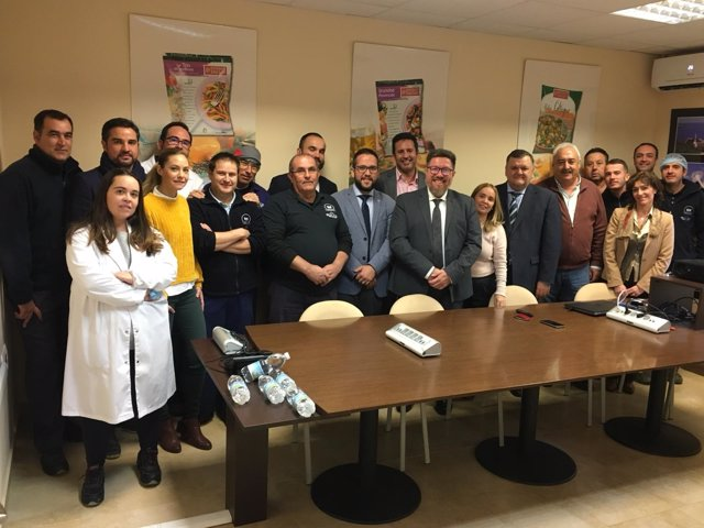 Sánchez Haro (centro), en su visita a la empresa Gelagri