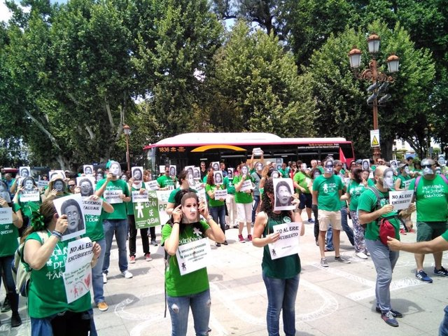 Nueva manifestación en Sevilla de los docentes interinos