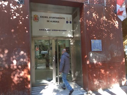 Piden al Ayuntamiento de Almería los expedientes vinculados al policía local y al arquitecto detenidos