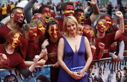 J.K. Rowling denuncia a su ayudante por robo y estafa