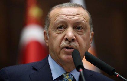 """Un tribunal de Turquía condena a más de dos años de cárcel a un periodista por """"insultar"""" a Erdogan"""