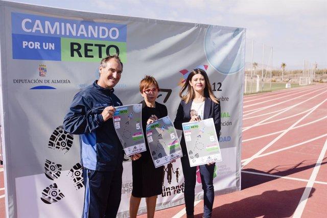La Diputación se suma a la UAL en la actividad 'Caminando por un reto'.