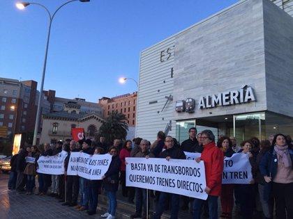 La Mesa del Ferrocarril se concentra contra el traslado provisional de la estación a Huércal de Almería