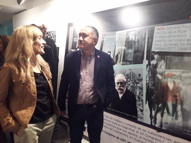 Carmen Castilla y Pepe Álvarez en la exposición de 130 años