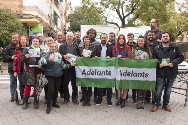 Pérez y Dorado (centro, tras las banderas) en Valdeollerros
