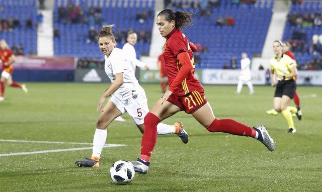 Un amistoso de la selección española de futbol femenino contra Polonia