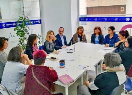 El PP presenta a las AMPA de Rota (Cádiz) medidas del modelo educativo del PP para el gobierno andaluz