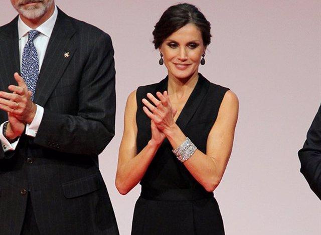 La Reina Letizia con las pulseras gemelas de Cartier