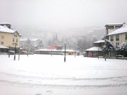 Cortada al tráfico la carretera A-395 por acumulación de nieve en Granada