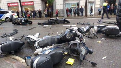Un conductor pierde el control y arrolla a varios peatones en Barcelona
