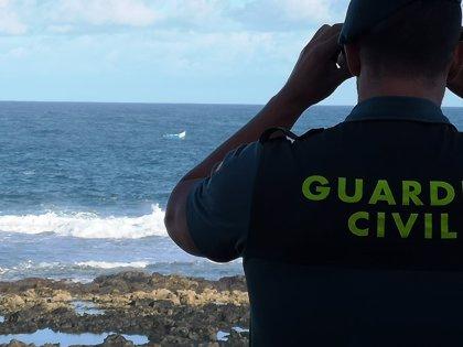 Rescatados dos hombres en una patera cerca de La Santa (Lanzarote) que afirman ser pescadores en su lugar de origen