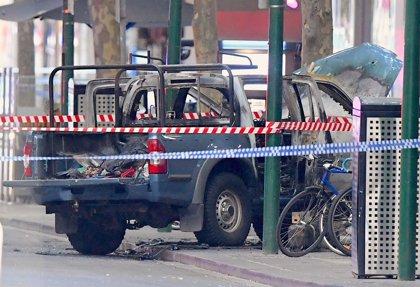 """La Policía confirma la muerte del atacante de Melbourne y reevalúa el incidente como """"ataque terrorista"""""""