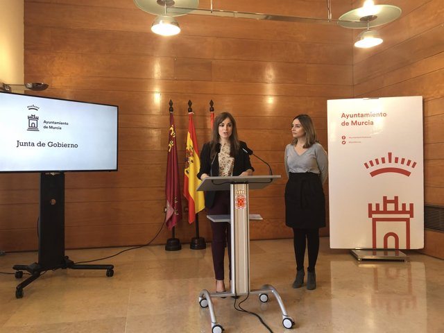 Rebeca Pérez y Conchita Ruiz en la rueda de prensa