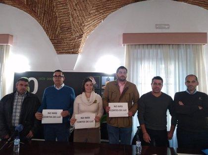 """Salvatierra, Nogales, La Parra, La Morera, La Lapa y Feria exigen medidas """"urgentes"""" ante cortes de luz """"continuados"""""""