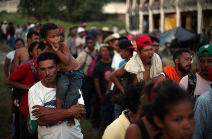 Migrantes de la caravana marchan ante la sede de la ONU en México para solicitar camiones rumbo a EEUU