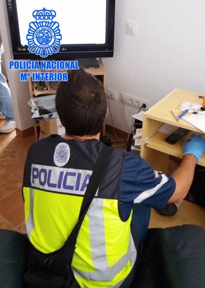 Detingut a Tarragona per emmagatzemar i compartir pornografia infantil a través d'Internet
