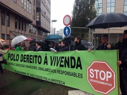 La PAH denuncia la sentencia del TS con una 'cacerolada' en Vigo