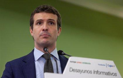 """Casado insta a Pedro Sánchez a someterse """"al menos"""" a una cuestión de confianza si no aprueba los PGE"""