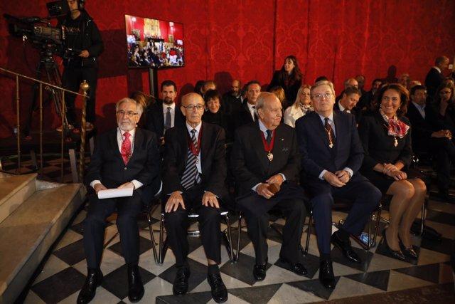 Manuel Estella, en el centro.