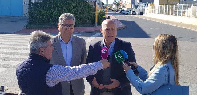 Imbroda Cs atiende a los medios de comunicación con Sergio Cuberos Apoma