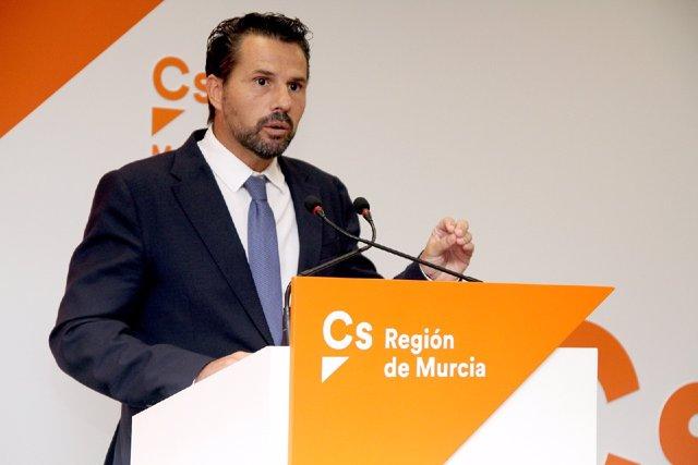 Mario Gómez de Cs durante la rueda de prensa