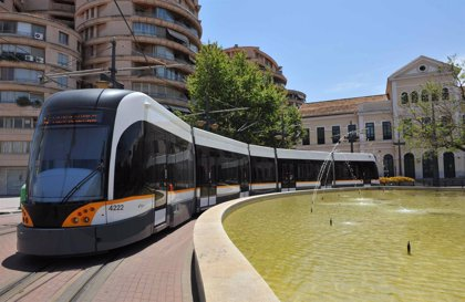 Fallece un hombre de 81 años en València tras ser arrollado por un tranvía entre Primado Reig y Benimaclet