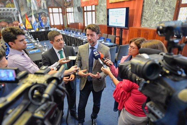 Reyes y Alonso, ante los periodistas