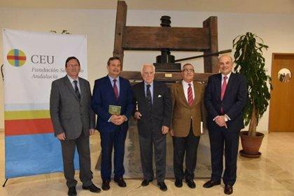 La Fundación San Pablo Andalucía CEU acoge en Sevilla la presentación de 'Memoria, ficción y poesía' de Aquilino Duque