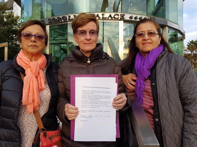 Feministas entregan un escrito contra una jornada de vientres de alquiler