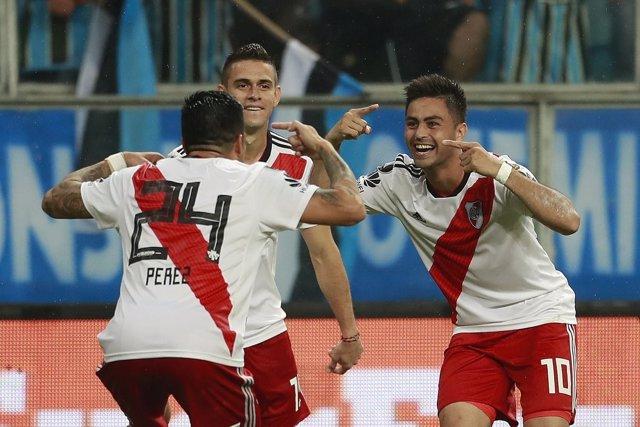 Los futbolistas de River Plate celebran un gol