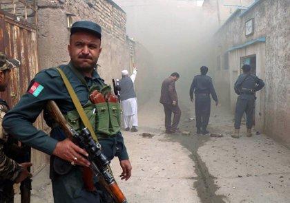 Mueren diez policías en enfrentamientos con los talibán en el norte y el suroeste de Afganistán