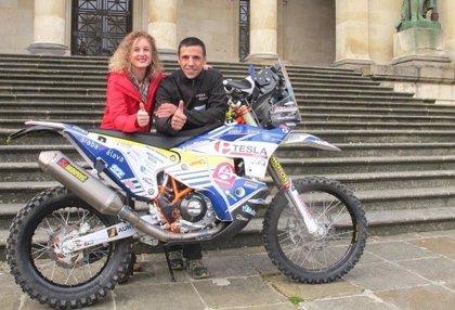 El piloto Óscar Romero lucirá la marca 'Araba/Álava' en la próxima edición del Rally Dakar