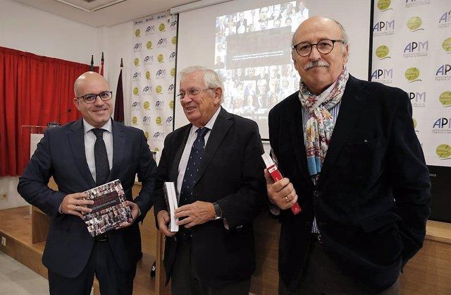 Fernando Jáuregui en la presentación de su nuevo libro