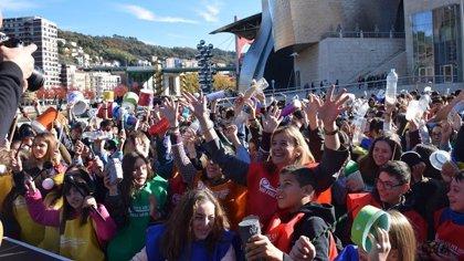 Cientos de escolares hacen una batukada en apoyo a los Objetivos de Desarrollo Sostenible de la ONU