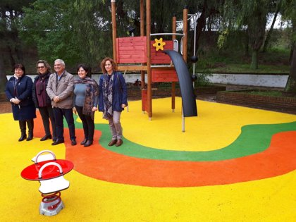 Asunción Llamas supervisa en Villanueva del Río y Minas las nuevas obras del Supera 5