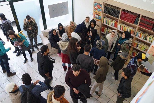 La asociación 'Ayre solidario' viajan a Atenas para trabajar en centro de menore