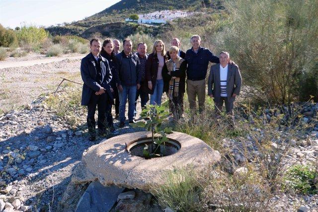 Candidatos del PP visitan un pozo en Lubrín