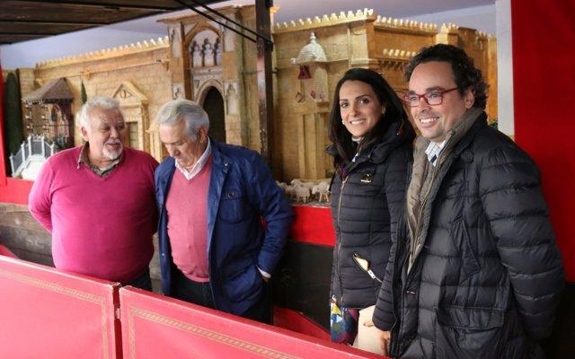 González visita el Mercado Navideño de Las Tendillas