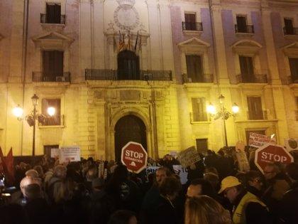 """Entidades y partidos protestan ante el TSJCV contra """"el ataque de los poderosos"""" por la sentencia del Supremo"""