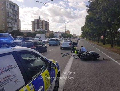 Herido un motorista tras colisionar con un turismo en la avenida de Andalucía de Sevilla