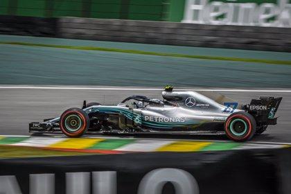 Mercedes domina unos apretados libres en Brasil
