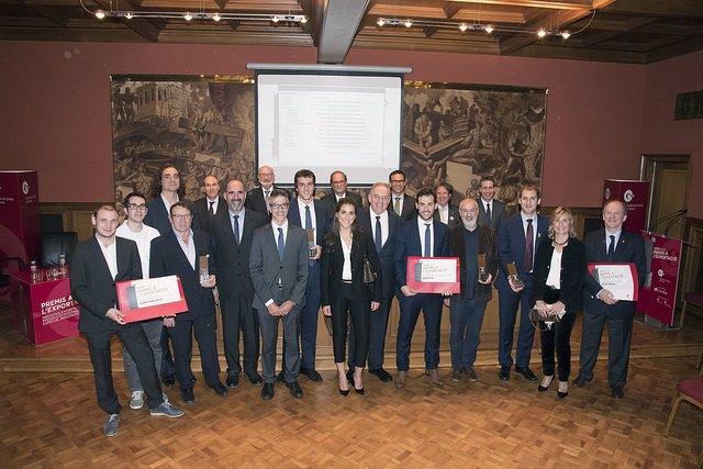 Foto de grupo de los premiados con el presidente de la Generalitat, Quim Torra
