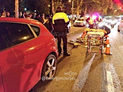 Herida grave tras ser atropellada cuando cruzaba por una zona no habilitada para peatones en Sevilla capital
