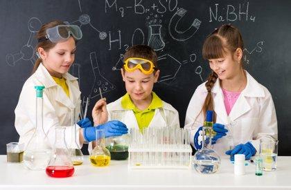 'Cienciaterapia', una iniciativa que acerca la ciencia de forma divertida a niños hospitalizados