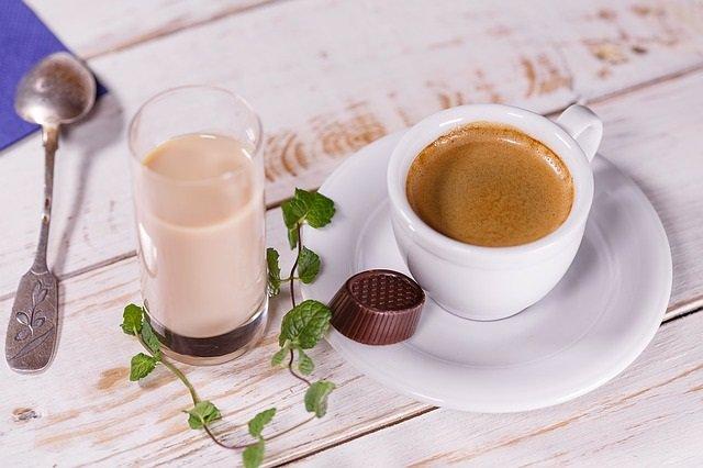 CAFÉ. Bonbón, desayuno