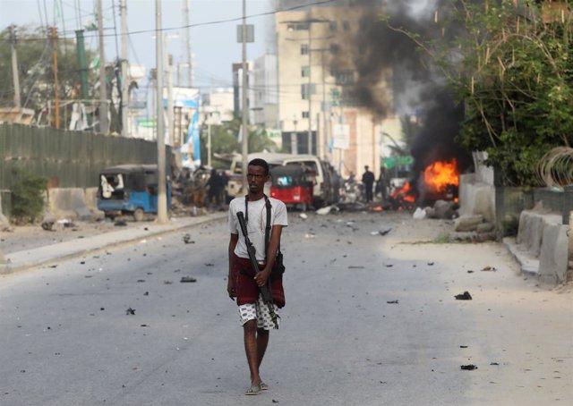 Oficial de seguridad somalí en Mogadiscio