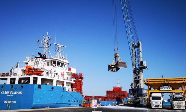Actividad en el puerto de Almería