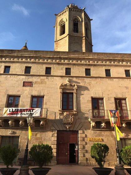 """El alcalde de Cervera (Lleida): la pancarta de los presos """"volverá a estar en el balcón"""""""