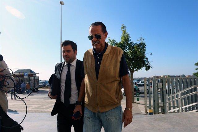 Julián Muñoz entrando en la Ciudad de la Justicia de Málaga